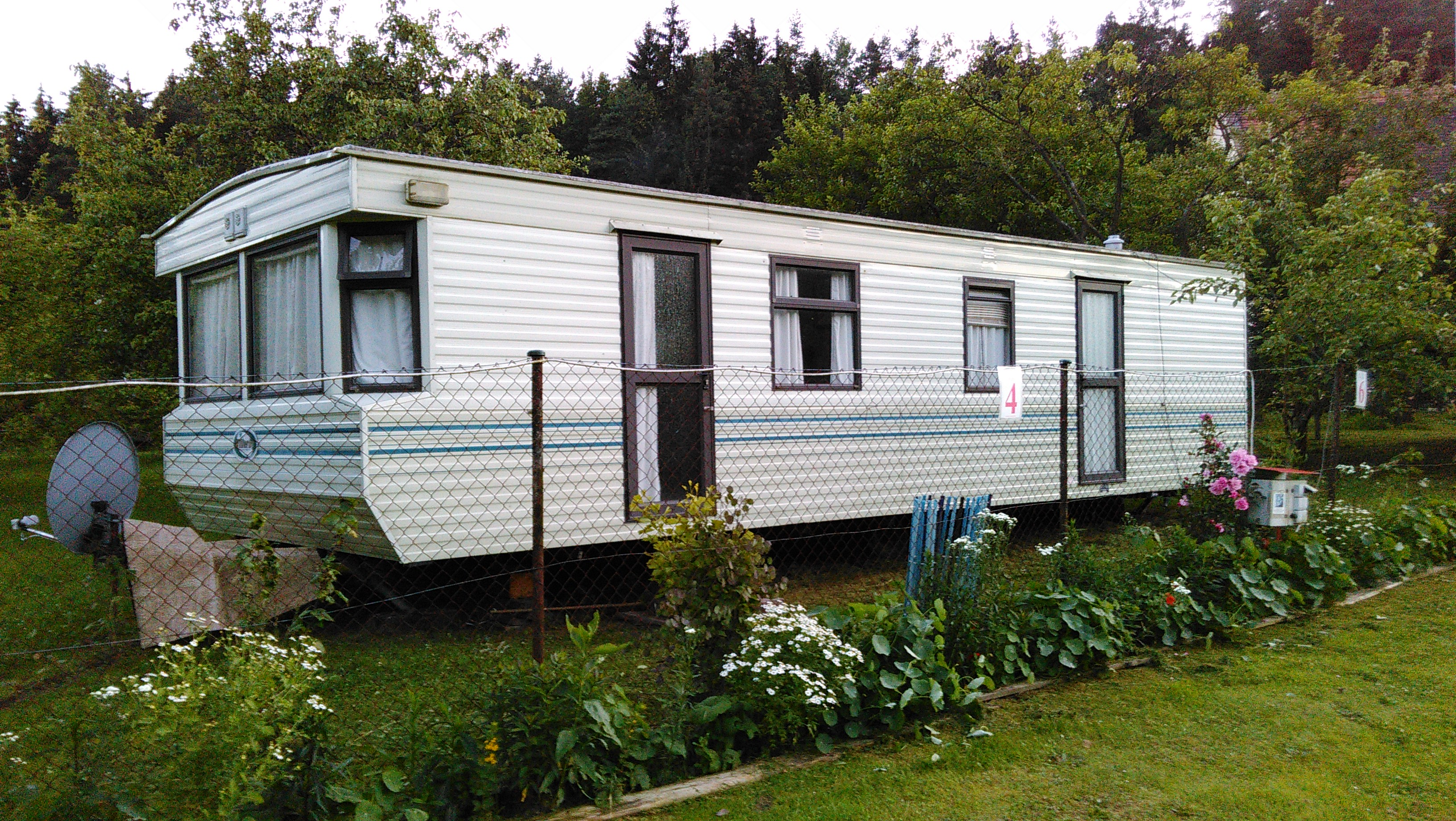 Mobile home | Autokemp Paradijs - Český Krumlov on camping cars, camping parks, camping fences, camping sheds, rv park model homes, camping tents, camping photography, camping at home, camping trailers, camping nursery mobile,